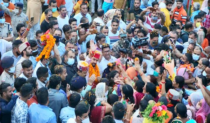 हमीरपुर में अनुराग का भव्य स्वागत, बोले- उम्मीद से कहीं ज्यादा मिला प्यार