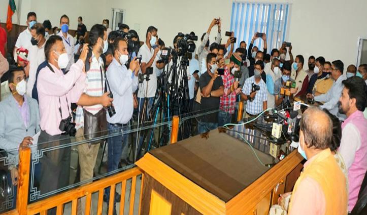 धर्मशाला में जन आशीर्वाद यात्रा के रंग में पड़ा भंग, पत्रकार के तीखे सवाल को झेल नहीं पाए मंत्री जी!