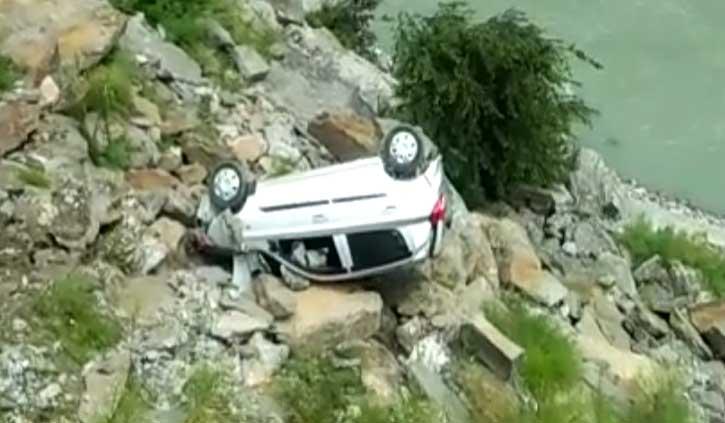 हिमाचल में फिर खाई में गिरी कार, हादसे में कार सवार की मौत