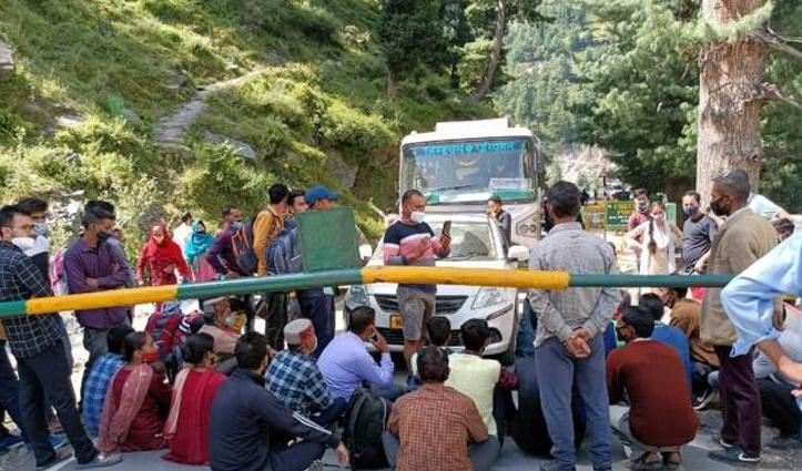 मणिमहेश झील में गंगा जल अर्पित करने जाने से रोका तो किया प्रदर्शन, मिली अनुमति