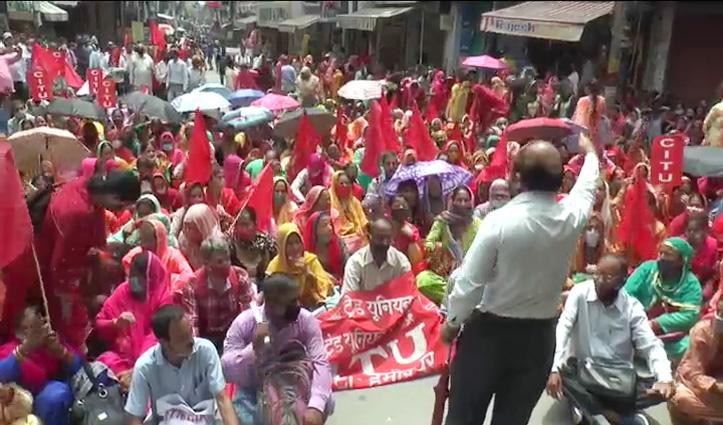 हिमाचल में महंगाई के विरोध में सीटू का प्रदर्शन, मोदी सरकार के खिलाफ दिया ये नारा