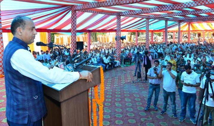 सीएम जयराम ने दिखाए तल्ख तेवर, बोले-अपनी ही पार्टी को लूटने में लगे हैं कांग्रेसी नेता
