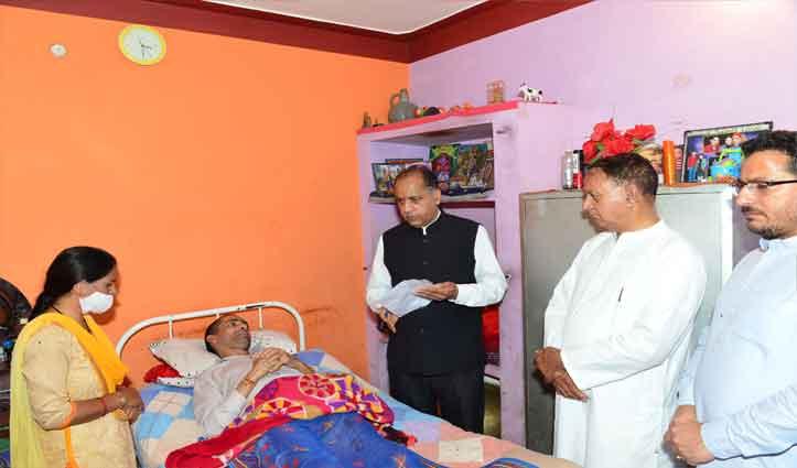 CM जयराम का 'नायक' अवतार, महिला का दर्द सुन पैदल चल पड़े घर की ओर