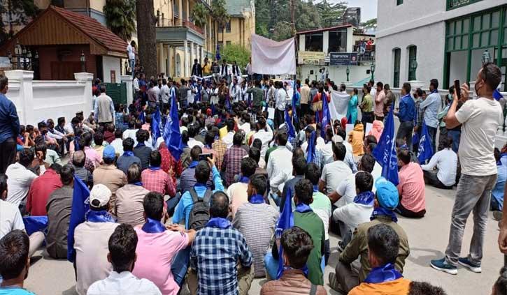सवर्ण आयोग की मांग पर भड़की भीम आर्मी, विधानसभा का किया घेराव