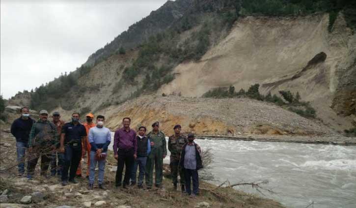 लाहुल भूस्खलन: केंद्रीय जल आयोग और एनडीआरएफ टीम ने किया भूस्खलन वाली जगह का निरीक्षण
