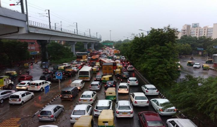 दिल्ली-एनसीआर में भारी बारिश, कई जगहों पर जलभराव, ट्रैफिक पर पड़ा असर