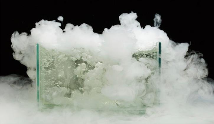 क्या है ड्राईऑइस और कितनी खतरनाक है ये, यहां पढ़े डिटेल में पूरी जानकारी
