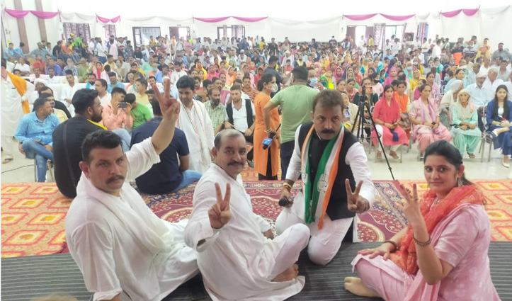 फतेहपुर में चार कांग्रेसी टिकट के लिए निकले सड़क पर, अपनों के खिलाफ रैली