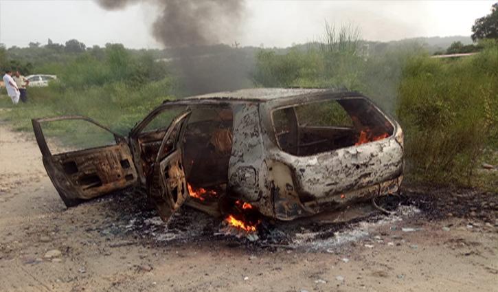 हिमाचल: पत्नी से अनबन के बाद पति ने कार को लगाई आग