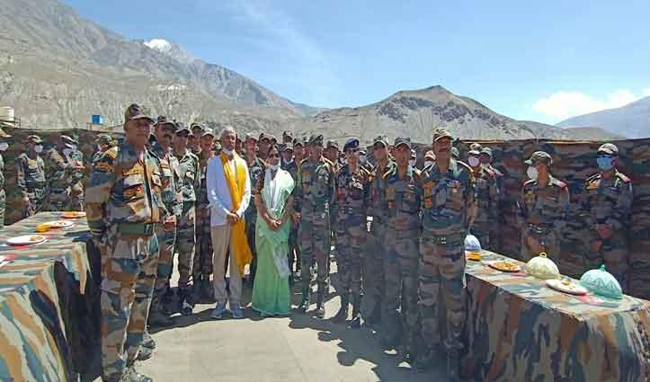 राज्यपाल आर्लेकर ने सुरक्षा बलों को बांधी राखी