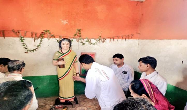 एक गांव ऐसा भी यहां लोग पूर्व पीएम इंदिरा गांधी की पूजा करते हैं देवी की तरह