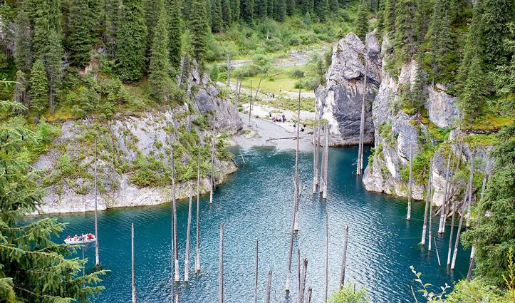 ये झील नहीं अजूबा है- यहां पानी के अंदर नजर आता है उल्टे पेड़ों का जंगल