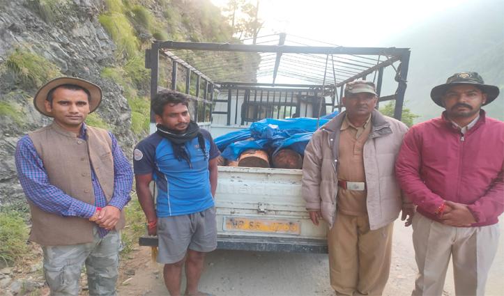 हिमाचलः लकड़ी को जीप में डाल ले जा रहे थे तस्कर, वन कर्मियों ने धर लिया