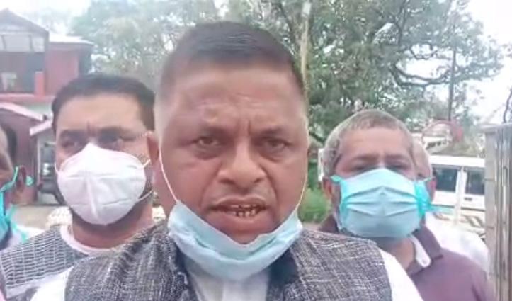 ग्रामसभा में हुए हंगामें की गूंज सिरमौर डीसी दफ्तर में दी सुनाई