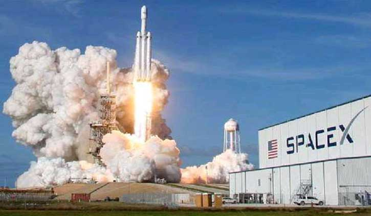 नासा ने नवंबर तक स्पेसएक्स के चंद्र लैंडर कॉन्ट्रैक्ट को स्थगित किया