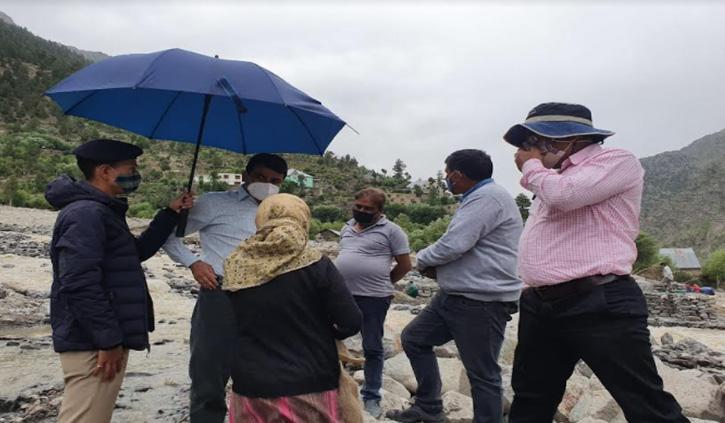 चांगुट व करपट में बनेंगे रेस्क्यू शेल्टर, डीसी ने किया बाढ़ प्रभावित इलाकों का दौरा