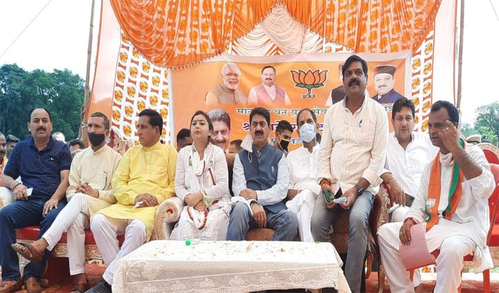 फतेहपुर की दलदल में पठानिया ने रामस्वरूप के नाम का लिया पंगा-परमार ने दिया डंडा
