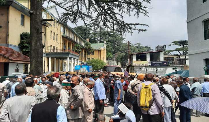 हिमाचल पथ परिवहन निगम पेंशनर संघ का हल्ला बोल, कहा- 'भीख नहीं, हक दो'