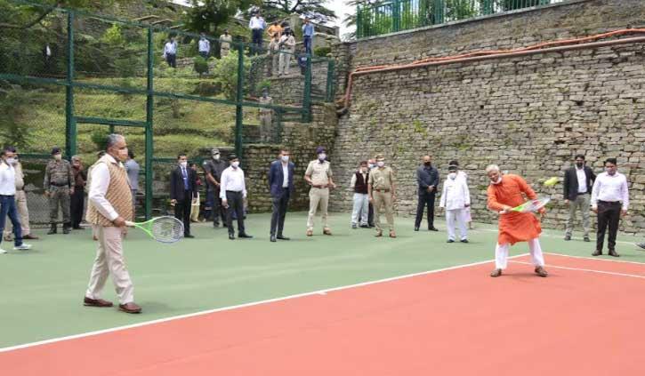 राज्यपाल राजेंद्र विश्वनाथ ने टेनिस में आजमाया हाथ, संजय कुंडू के साथ मारे शॉट