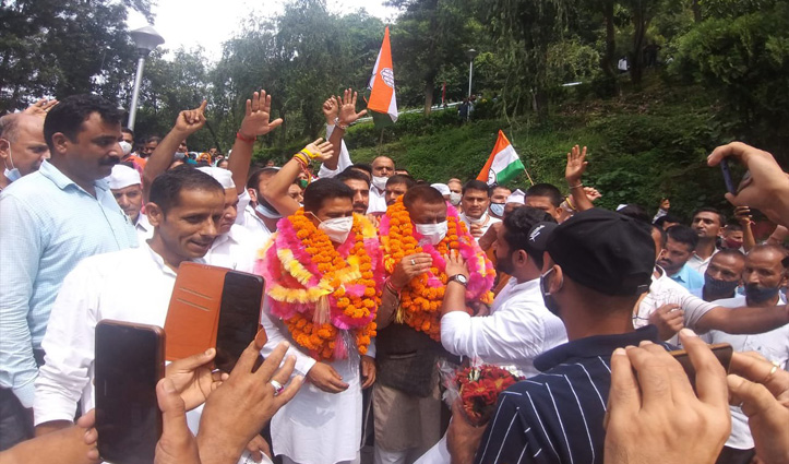 हिमाचल : गुटबाजी में बंटी कांग्रेस को कुलदीप राठौर ने ऐसे सिखाया सबक, गरमाया माहौल