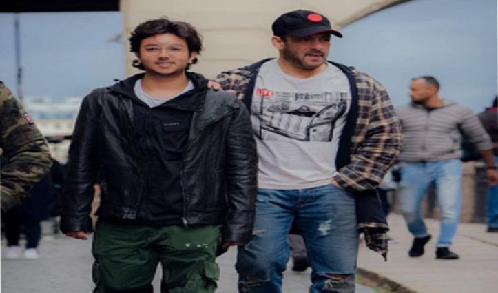 सलमान खान ने 'टाइगर 3' के सेट से 'भतीजे' निर्वाण के साथ शेयर की तस्वीर