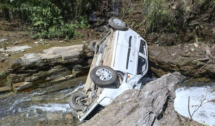 हिमाचल: ननखड़ी में खाई में गिरी कार, एक की गई जान; चार पहुंचे अस्पताल