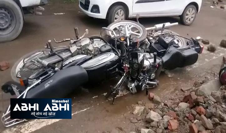 हिमाचलः दो बाइक्स में सीधे भिड़ंत, हादसे के बाद नीचे गिरे युवक को टैंकर ने कुचला