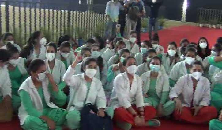 हिमाचल को तीसरी लहर से बचाएगा कौन, नर्सें गईं हड़ताल पर