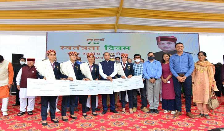 स्वतंत्रता दिवस पर हिमाचल सरकार ने की खिलाड़ियों पर धनवर्षा, इस खिलाड़ी को मिले सबसे अधिक