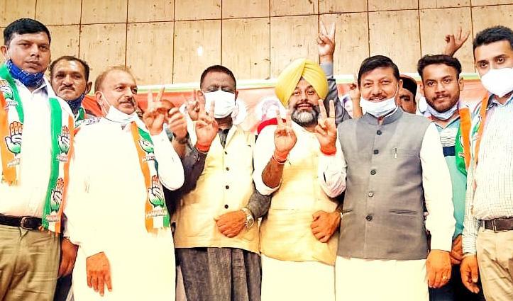 हमीरपुर में एकजुटता का पाठ पढ़ाने चली कांग्रेस के मंच को सुक्खू ने दिखाई पीठ