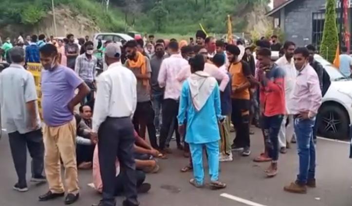 श्रावण अष्टमी नवरात्र  के पहले दिन हांफी सरकारी व्यवस्था, बॉर्डर पर श्रद्धालुओं ने जमकर काटा बवाल