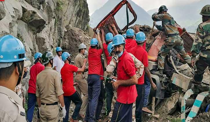 किन्नौर लैंडस्लाइड: घटनास्थल से हटाया जा चुका है मलबा, बस और बोलरो के सतलुज में बहने की आशंका!