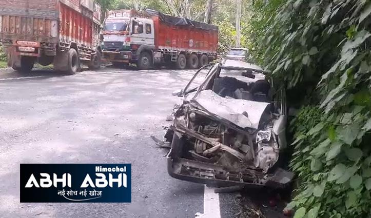 हिमाचलः शिमला-धर्मशाला एनएच पर कार व ट्रक में जबरदस्त टक्कर, दो पहुंचे अस्पताल