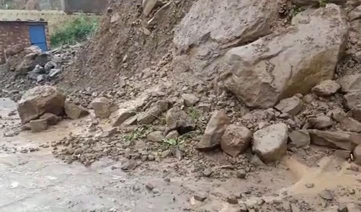 हिमाचलः नैना देवी में घरों -दुकानों में घुसा बारिश का पानी, भाखड़ा डैम नंगल मार्ग बंद