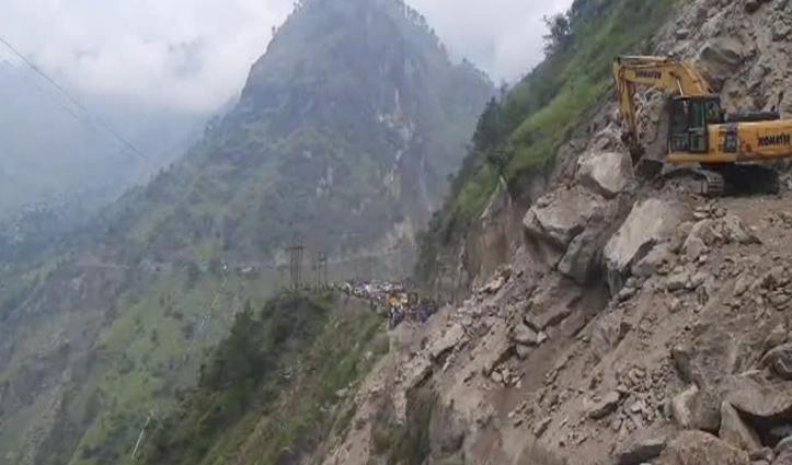 हिमाचलः अभी भी बहाल नहीं हुआ ज्यूरी में नेशनल हाइवे, पहाड़ी से गिर रहे पत्थर