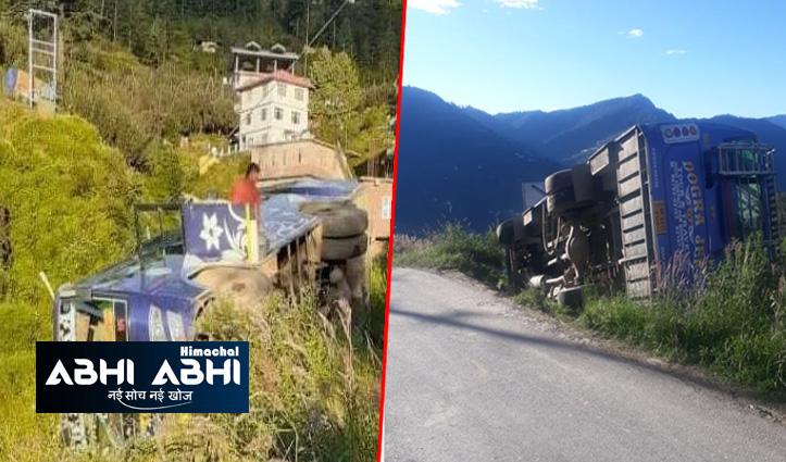 हिमाचलः कोटखाई में सुबह सवेरे सड़क किनारे पलट गई बस, दो लोगों को आई चोटें