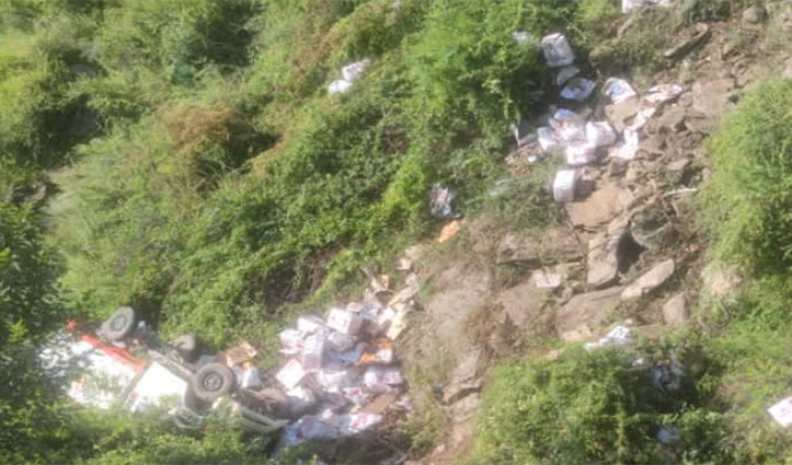 हिमाचल में हादसाः सेब से लदी पिकअप खाई में लुढ़की, चालक की मौत