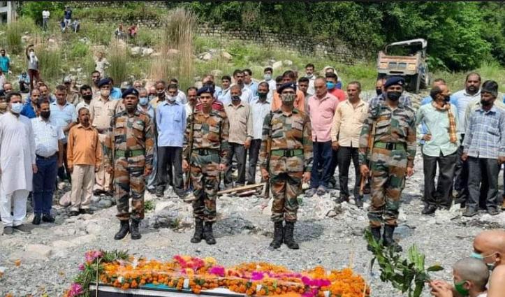 हिमाचल: 33 वर्षीय सैनिक का राजकीय सम्मान के साथ हुआ अंतिम संस्कार