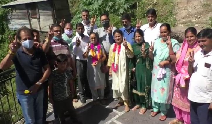 हमीरपुर: 15 जिला परिषद सदस्य निर्विरोध निर्वाचित, नगर पंचायत कोटे से पुष्पा देवी ने दर्ज की जीत