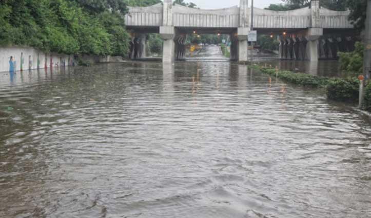 बारिश से पानी- पानी हुई दिल्ली की सड़कें, मौसम विभाग ने जारी किया ऑरेंज अलर्ट