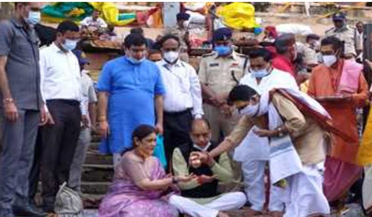 CM जयराम ठाकुर ने पत्नी सहित ओंकारेश्वर ज्योतिर्लिंग के किए दर्शन
