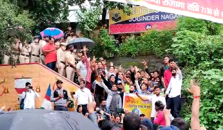 Himachal : ज्योति को न्याय दिलाने को सड़कों पर उतरी कांग्रेस, छात्रों के साथ की नारेबाजी