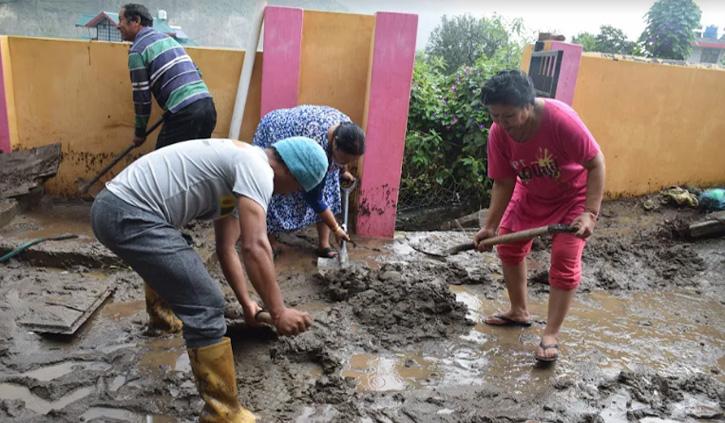 हिमाचल: भारी बारिश ने मचाया तांडव, लोगों के घरों-दुकानों में घुसा मलबा, लाखों का नुकसान