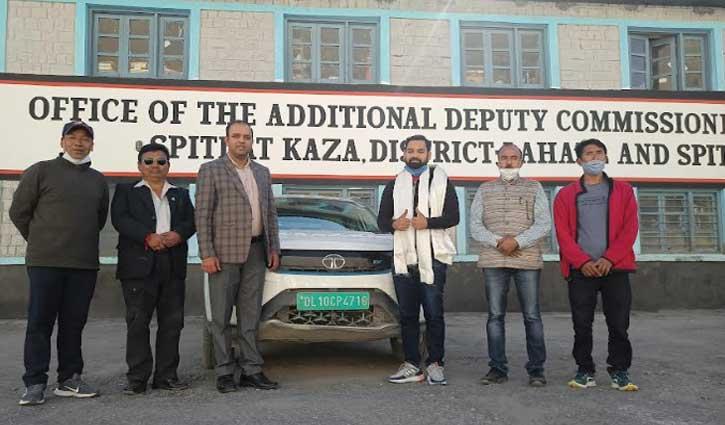 इलेक्ट्रिक कार में काजा से दिल्ली पहुंचे पर्यटक, अब हिक्किम जाने का है इरादा
