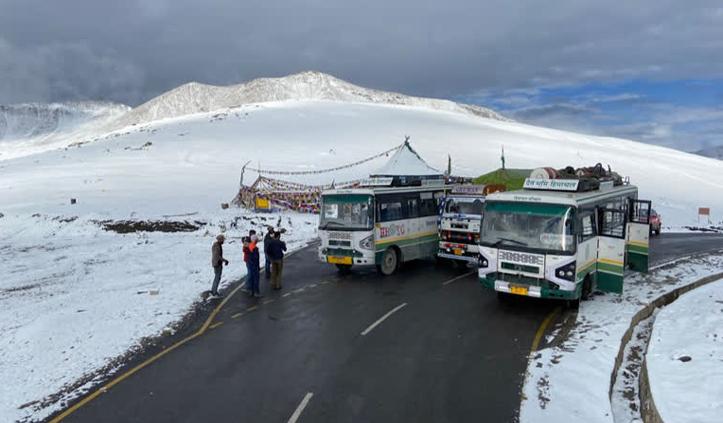 हिमाचल में बिगड़ा मौसम- ऊंची चोटियों पर बर्फबारी, निचले इलाकों के बारिश