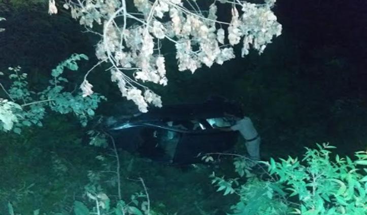 हिमाचल: अनियंत्रित होकर खाई में लुढ़की कार, 5 लोगों को आई चोटें
