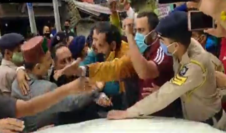 देखें वीडियोः बागवानी मंत्री महेंद्र सिंह को देख कैसे भड़के बागवान, घेराव कर नारेबाजी भी की