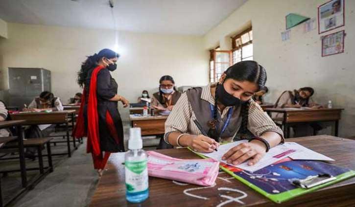 हिमाचल: नौवीं से 12वीं कक्षा तक के छात्र पहुंच रहे स्कूल
