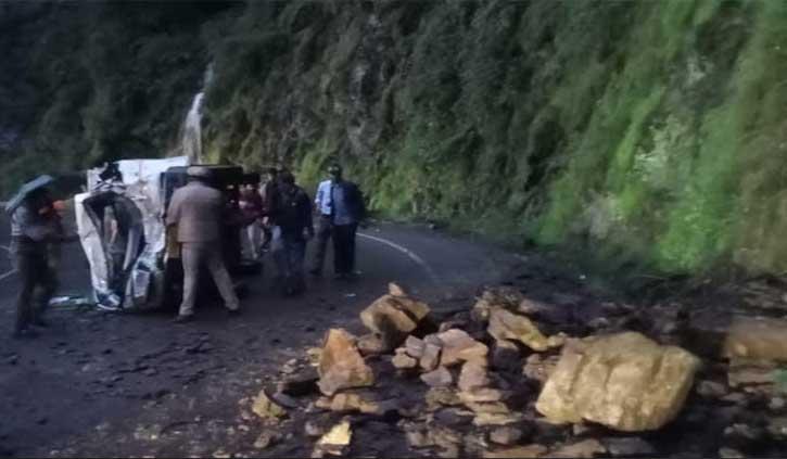 शिमला: हिमाचल में पहाड़ों से बरस रही मौत, चलती बस पर पहाड़ी से 'पत्थरों की बरसात'