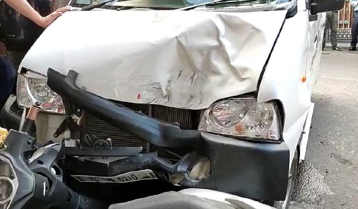 हिमाचल: अनियंत्रित कार ने तीन वाहनों को मारी जोरदार टक्कर, बाइक सवार को आई चोटें